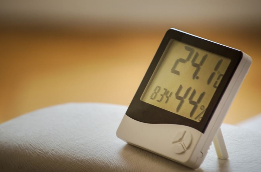 a tabletop indoor hygrometer thermometer